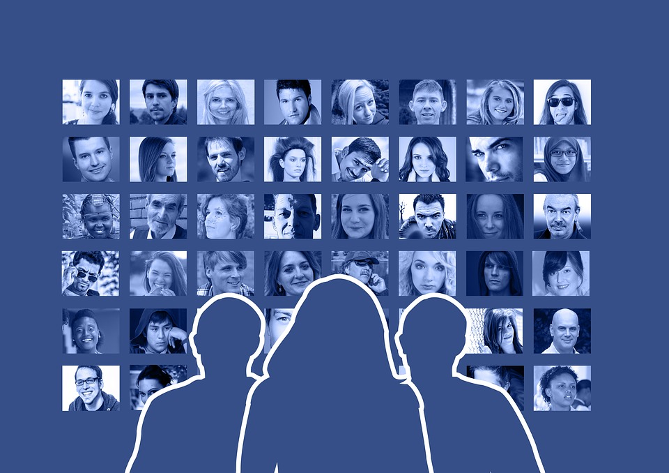 Social networks and business communication | One Produccions